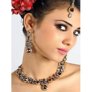 Attractive Designs Bollywood Jewelry at very affordable price