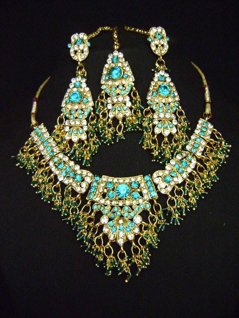 Enchanting Indian Fashion jewelry Costume Necklace Set at very affordable price