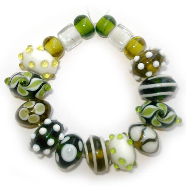 Lampwork fancy glass beads 17 pieces strung in a thread,