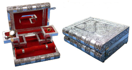 Mesmerizing Artisans Crafted Jewellery Box