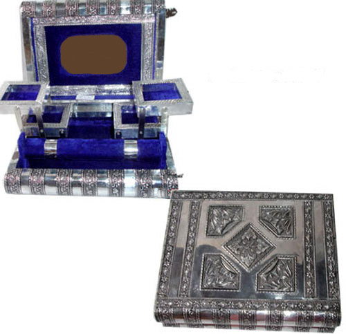 Elegant Artisans Crafted Jewellery Box