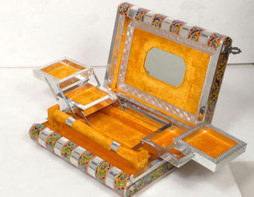 Handcrafted Alluring Jewellery Box