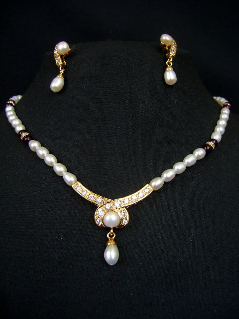 Unique Design Pearl Necklace Set at very affordable price