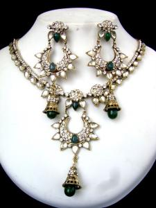 Buy Victorian Necklace Set at very affordable price
