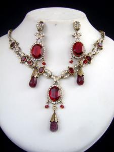 Nice Victorian Necklace Set at very affordable price