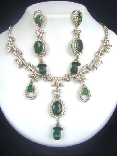Enchanting Indian Fashion jewelry Victorian Necklace Set at very affordable price