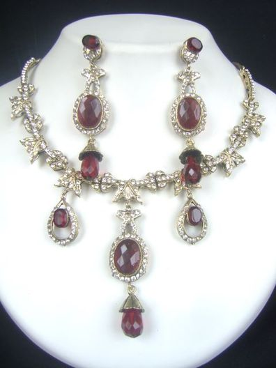 Lovely  Victorian Necklace Set at very affordable price