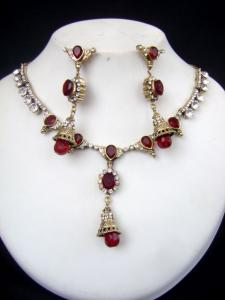 Affordable Victorian Necklace Set at very affordable price